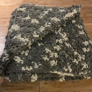Grey and White Chunky Winter Throw